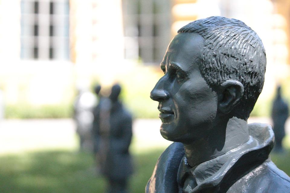 Buste Brecht